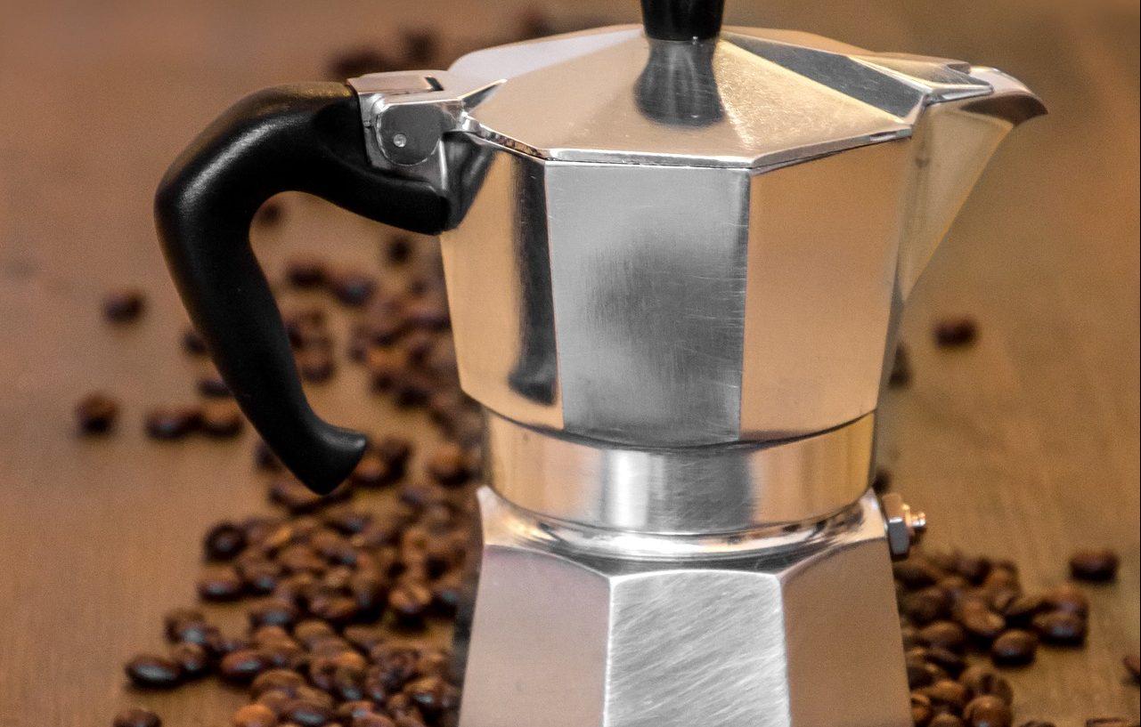Готовим кофе в гейзерной кофеварке